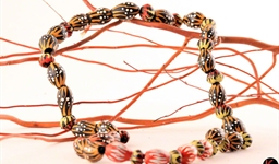 aboriginal_gumnut_necklace_11_photo_slideshow.jpg